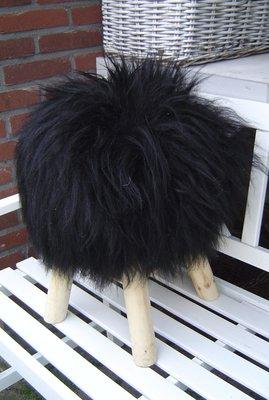 Kruk, bekleed met echt ijslands schapenvacht, zwart