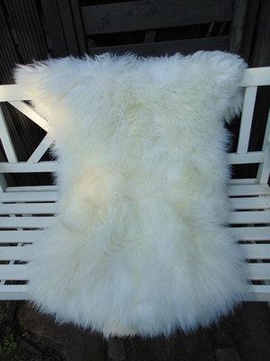 V3P66, 120x90cm,  dik breed schapenvacht, creme-wit