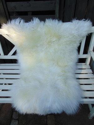 V5P66, 125x87cm,  dik breed schapenvacht, creme-wit