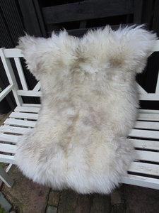 V05P70, 122x83cm, dik langharig schapenvacht