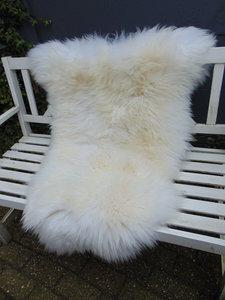 V20P73, 120x88cm,  dik breed schapenvacht, creme-wit