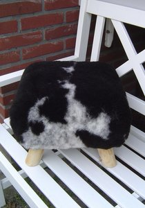 Poefje bekleed met echt schapenvacht-schapenbont, zwart-grijs